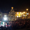 Oakville residents gather to celebrate Christmas tree lighting ceremony