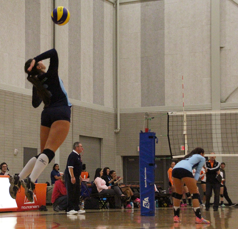 Sommer Maltby going in for the serve