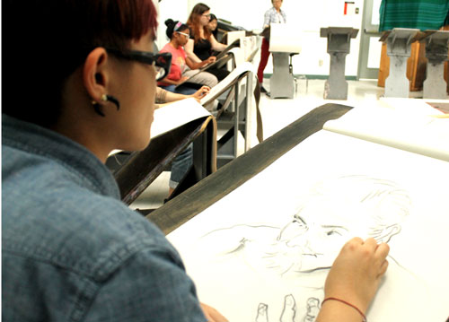 Coco Cheung a third-year animation student has to draw the pose struck by Cz in a short time of seven minutes