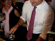 Justin Trudeau pours a fresh French pressed coffee for a supporter.