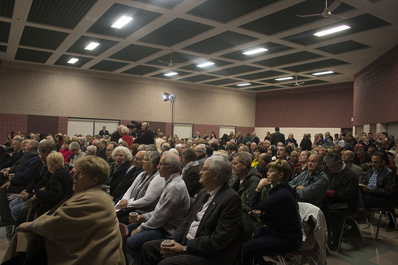 (Burlington residents meet at Mainway Auditorium to discuss the incoming Syrian refugees)