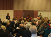 (Burlington residents discuss the incoming Syrian refugees)