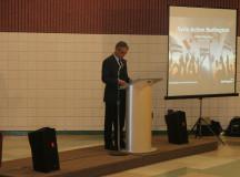 (Burlington Mayor Rick Goldring addresses the crowd)