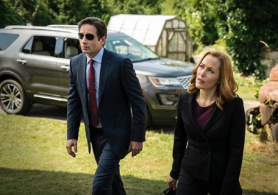 Agents Mulder and Scully arrive at crime scene in the tenth season of The X-Files.